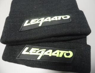 Tikitud logo mütsile