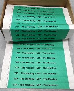 Vihreät rannekeet painatuksella VIP