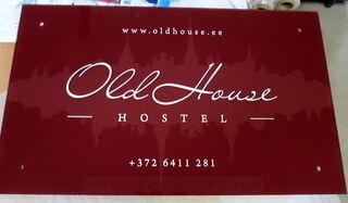 Pleksilasikyltti Old House Hostel